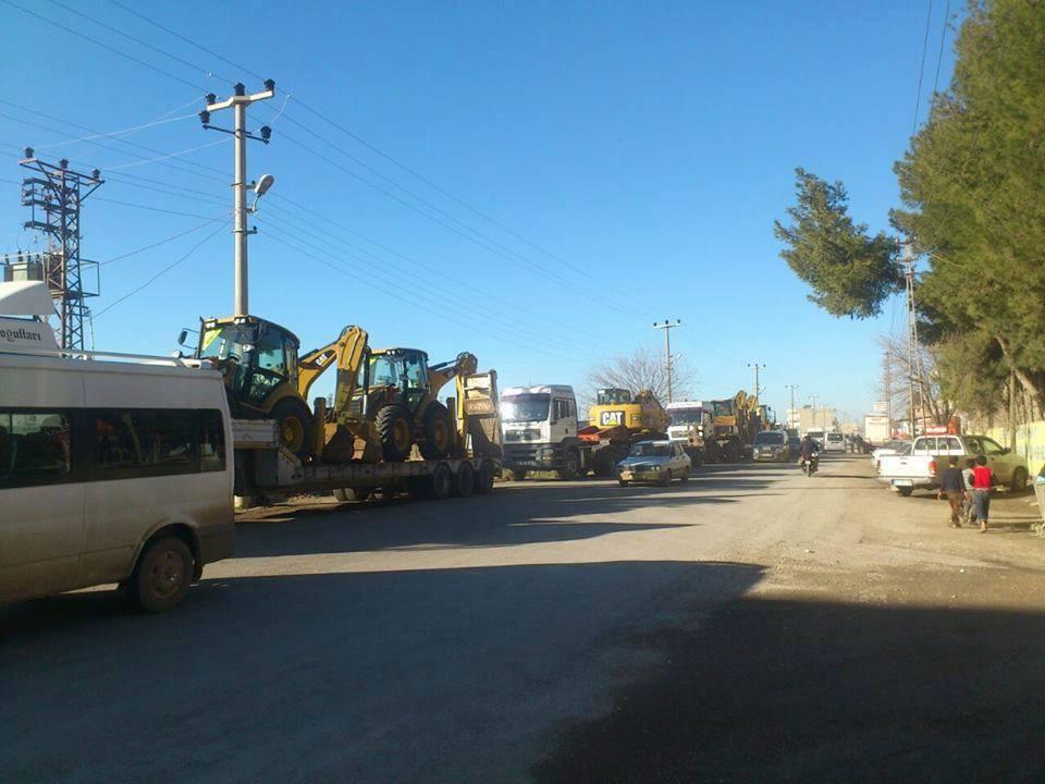 Turkey Sends Construction Vehicles to Kobane